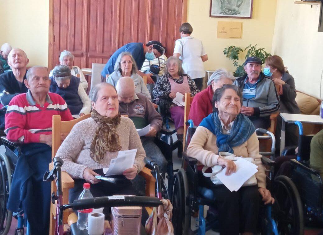 """Visita Musical """"Gracias a la vida"""" hizo bailar a residentes del Hogar Nuestra Señora del Carmen"""